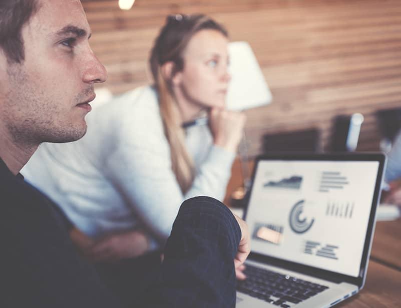Online Marketing Experten im Beratungsgespräch